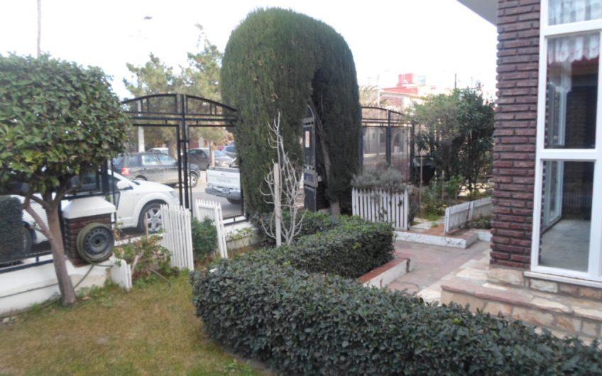 CASA AMPLIA TRES PLANTAS GARAJE QUINCHO FORESTADA BARRIO ROCA